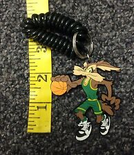 TM & Warner Bros 1997 Looney Tunes Coyote Basketball Player Rubber Keychain New