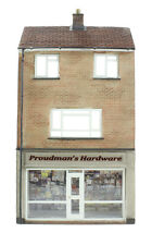 44-256 Bachmann Branch-Line Low Relief Hardware Store with Maisonette OO Gauge