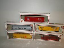 Lot of 5 - Bachmann HO Scale Train Cars with Boxes