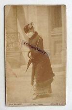GRAND CABINET PHOTO FRANCK à PARIS JEUNE FEMME CHAPEAU PLUMES MANTEAU O540