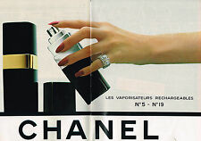 PUBLICITE ADVERTISING  1980   CHANEL  cosmétiques  (2 pages) parfums N°5 & 19