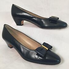 SALVATORE FERRAGAMO Navy Blue Pumps Sz 8 AAAA Gold Logo Blue Bow Leather Italy