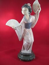 "LLADRO ""Madame Butterfly"" #4991 - Repaired Wrist"
