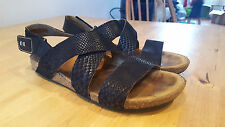 Clarks sandals cork black leather snakeskin flat straps size 5 38