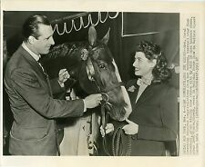 Hank Greenberg and wife at National Horse Show MSG1947 wire press photo