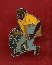 Pin's pin SINGE CHIMPANZE monkey MASCOTTE LESSIVE OMO (ref 016)