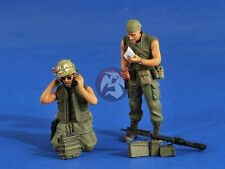 Verlinden 1/35 US Artillery Spotters with Gear in Vietnam War (2 Figures) 2561