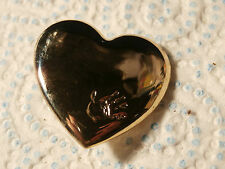 @ VINTAGE CHARITY BADGE - VARIETY CLUB GOLD HEART WITH HANDPRINT 1999 (B)