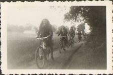 PHOTO JEUNES FILLES YOUNG GIRLS A VELO BICYCLE