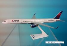 Flight Miniatures Delta Airlines Boeing 757-300 Desk Top 1/200 Model Airplane