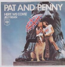 "7"" Pat And Penny Here We Come / Jellybean 70`s CBS (ViolettesVinyl)"