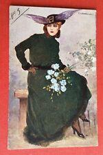 CPA. Illustrateur CORBELLA. Jeune Femme. Chapeau à plumes. Belle Allure.