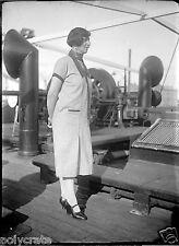 Portrait femme sur le pont bateau  négatif photo verre an. 20 negative glass