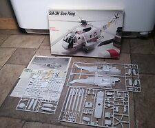 1985 1/72 Scale Fujimi Testors Unbuilt SH-3H Sea King Helicopter Model Kit