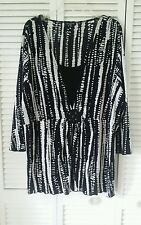 Notations Woman size 4X black & white, attached shell bead accent poly spandex