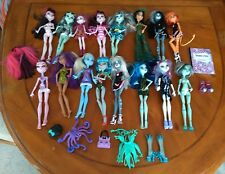 LOT OF 16 MONSTER HIGH DOLLS plus ACCESSORIES  - PLEASE SEE THE PICTURES
