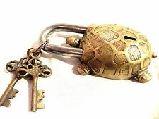 VINTAGE GARDEN LOCK FUNCTIONAL ANTIQUE BRASS TORTOISE PAD LOCK WITH TWO KEYS