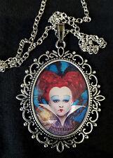 Alicia a través del espejo Reina Corazones Rojo Collar Colgante Plata Grande