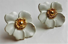 VINTAGE CROWN TRIFARI SMALL WHITE ENAMELED FLOWER GOLD-TONE CLIP ON EARRINGS