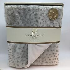 Cynthia Rowley Throw Blanket Snow Leopard Faux Fur Light Gray Gift Box 50x60 NEW
