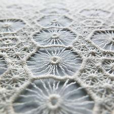 Crema Encaje de ganchillo con patrón geométrico del hexágono-Tela Vendido por metros
