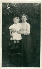 Lady with young girl on stool in garden   QQ1384