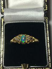 Vintage Ópalo & anillo de diamantes, (VICTORIANA) 18ct Oro Amarillo completamente caracteriza.