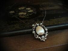 Collana vintage con ciondolo a goccia perla e cristalli Brown