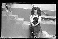 Portrait jeune femme en alsacienne - ancien négatif photo an. 1940