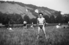 Photo ancienne vintage snapshot homme man gay slip maillot de bain vers 1945