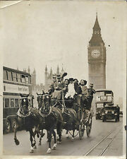 PHOTO DE PRESSE TRAMPUS + 1936 + LONDRES Westminster Bridge + VOITURE A CHEVAL