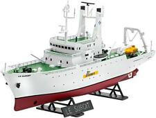 Revell -Germany   1:200  TITANIC SEARCHER Le Suroit  RMG5131