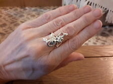 BRAND NEW SILVER RING IN A CLIMBING FLOWER DESIGN IN SIZE P WITH GIFT BOX
