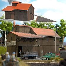 Busch HO 1541 Fábrica de la turba con Rampa Nuevo