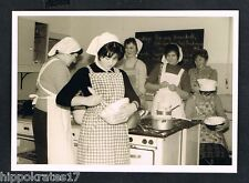 Foto-Photo, cucina Signora Dama cucinare LADY Kitchen Cooking FEMME Cuisinier/98