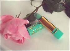 """Rouge à lèvres vert """"magique"""" 24 h pour un rose protecteur naturel"""