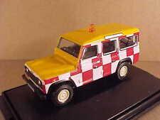 """Oxford 1/76 Diecast Land Rover Defender, """"Follow Me"""" '12 RAF Northolt  #76DEF010"""