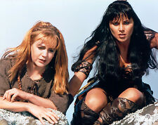 Xena Creation Entertainment photo XE-MISC20 Xena and Gabrielle look over cliff