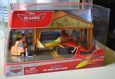 Disney Pixar Cars Disney Planes Movie ISHANI PIT ROW GIFT PACK 1:55 Scale, NEW