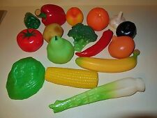 VINTAGE PRETEND GROCERY KITCHEN FUN 16 REALISTIC VINYL FRESH VEGETABLE FOOD LOT