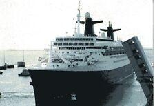 CP - Le paquebot FRANCE rebaptisé NORWAY arrive à Cherbourg en 1999