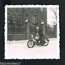 Photo vintage Foto Motorrad Winter Mann motorcycle man moto homme (76) snapshot