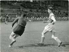 PHOTO Stade Gerland LYON match de foot FOOTBALL joueurs en action vers 1950
