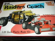 AMT RAIDERS COACH 1/25 1/25 Model Car Mountain KIT FS