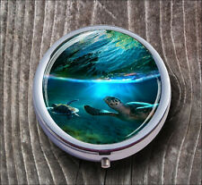 TURTLE IN TROPICAL SEA ISLAND PILL BOX ROUND METAL -v56b8
