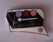 Pin's pin MAQUILLAGE FARD A PAUPIERES LILIANE FRANCE (ref CL03)