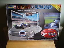 REVELL LIGHT+ SOUND 1/24 SCALE FORMULA 1 DIORAMA MODEL KIT