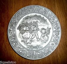 HALLMARK LITTLE GALLERY FINE PEWTER CHRISTMAS PLATE 1982 BRINGING HOME THE TREE