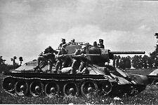 WW2 - Les chars russes et les fantassins portés se ruent vers l'Ouest