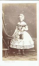 Photo cdv : Gustave ; Jeune femme déguisée en Perrette et pot de lait  vers 1863